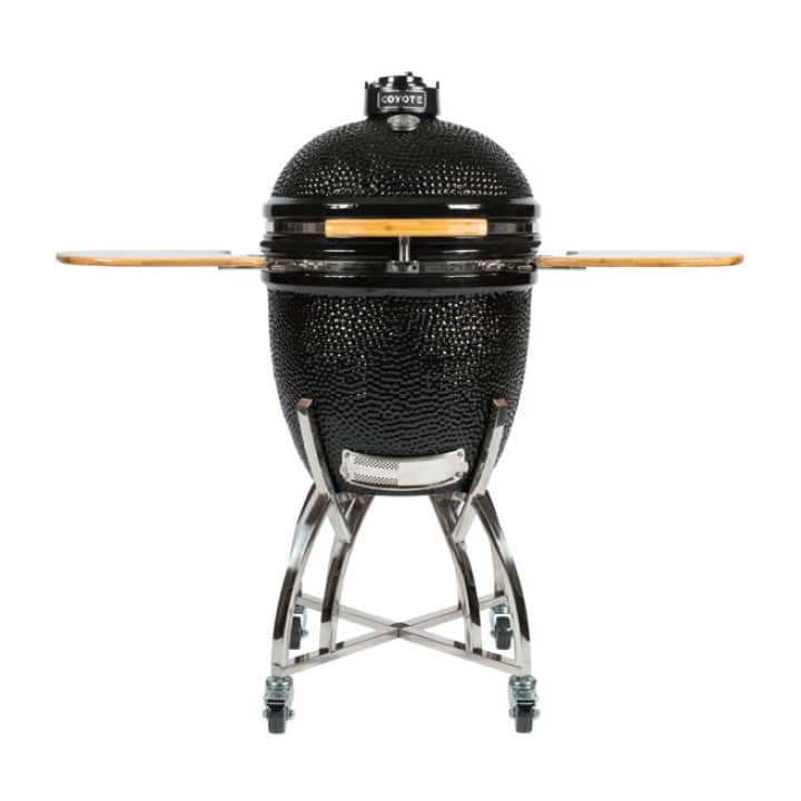 Coyote BBQ 22inch in Black color showcased by Corbeil Electro Store