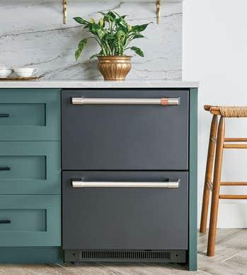 GE CAFE dualDrawer Réfrigérateur en couleur Noir présenté par Corbeil Electro Store