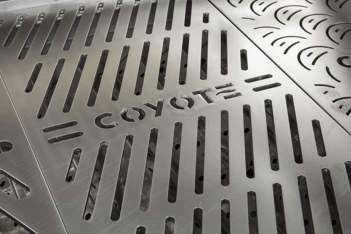 Coyote Accessoire pour extérieur en couleur Acier Inoxydable présenté par Corbeil Electro Store