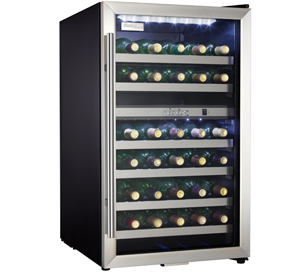 Danby Wine cellar 20 StainlessSteel DWC114BLSDD in Stainless Steel color showcased by Corbeil Electro Store