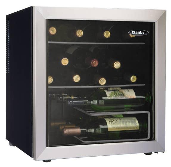 Danby Wine cellar 18 Platinum DWC172BLPDB in Platinum color showcased by Corbeil Electro Store