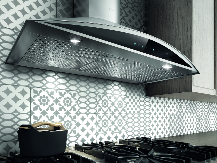 Elica Range hood 30 StainlessSteel EFG630S1 in Stainless Steel color showcased by Corbeil Electro Store