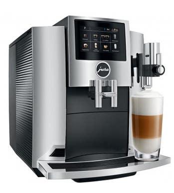 Machine à café Jura en couleur Chrome présenté par Corbeil Electro Store