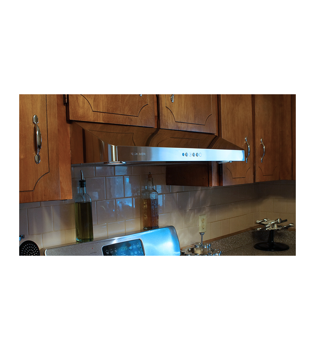 Faber Rangehood 30inch in Stainless Steel color showcased by Corbeil Electro Store